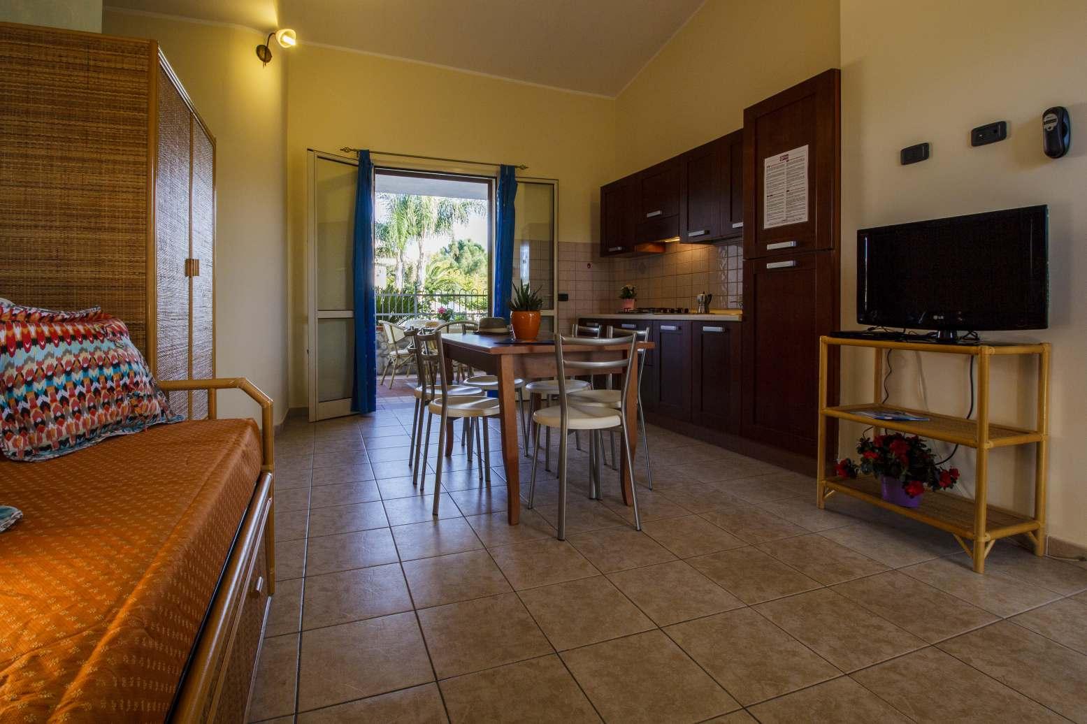 appartamenti-vista-piscina-in-depandance-a-250-mt-soggiorno ...