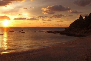 spiaggia-con-veliero