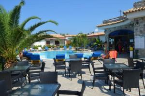 bar-piscina-esterno